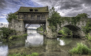 Picture bridge, house, river