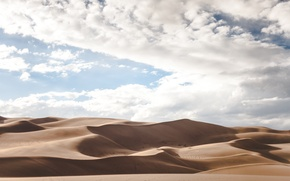 Picture sand, the sky, desert
