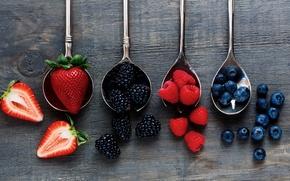 Picture wood, fruits, strawberries, raspberries, spoons