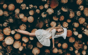 Picture girl, sleep, wood, Rosie Hardy, A place to rest your head