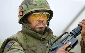 Wallpaper weapons, the film, soldiers, Robert, Vietnam, Junior, Downey, failure