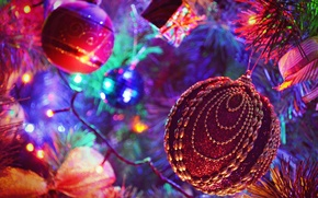 Picture toys, tree, garland