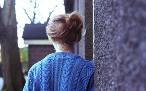 Picture girl, background, wall, tree, blue, Wallpaper, mood, hair, the beam, jacket, wallpapers, sweater, knitted