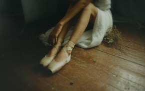 Picture floor, sitting, Ballerina, Pointe shoes