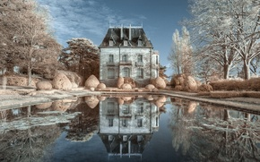 Picture reflection, Château de Truyes, castle