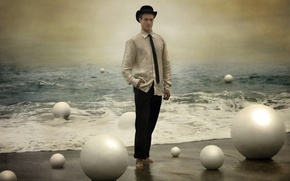 Picture sea, balls, male