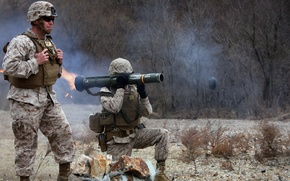 Picture weapons, soldiers, AT-4 light anti-armor weapon