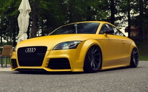 Picture audi, yellow