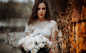 Picture look, girl, face, hair, roses, bouquet, beauty