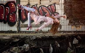 Picture girl, flight, levitation