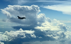 """Picture the sky, clouds, the plane, """"Topнадо"""""""