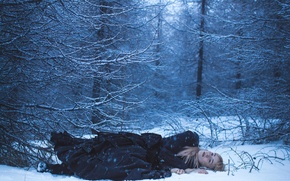 Picture winter, forest, girl, snow, stay