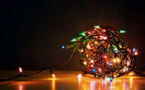 Picture wire, new year, light bulb red blue yellow, Garland, tiresome to untangle the wires from …