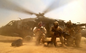 Picture desert, soldiers, helicopter, landing, black hawk