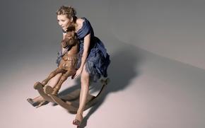 Picture Kirsten Dunst, Kirsten Dunst, Karen Collins photoshoot, wooden horse