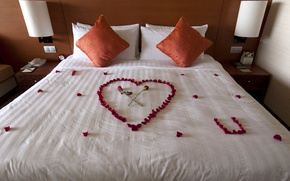 Picture letter, love, flowers, design, room, heart, bed, roses, interior, pillow, petals, recognition, bedroom