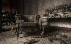 Picture room, chair, bottle