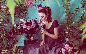 Picture woman, flowers, beauty, garden, redhead, roses, actress, julianne moore, children's author, julie anne smith, Julianne ...