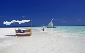 Picture beach, ocean, boat, white sand, fantastic Maldives, on the sandbank