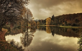 Picture autumn, England, falling leaves, Wiltshire, Stourhead Gardens