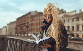 Picture girl, street, book, reads