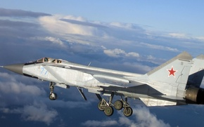 Picture fighter-interceptor, Foxhound, The MiG-31, double supersonic all-weather, long-range