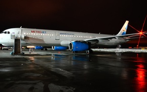 Picture lights, kolavia, Kogalymavia, metrojet, night, the plane, airport