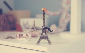 Picture mustache, hat, chest, Eiffel tower