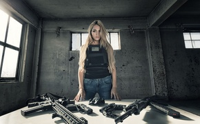 Picture look, girl, weapons, table, blonde