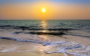 Picture the sun, the ocean, shore, morning