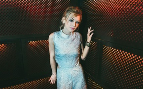 Picture actress, Emily Kinney, Emily Kinney