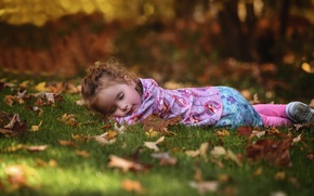 Picture autumn, forest, grass, Park, stay, foliage, child, sleep, sleeping, girl, lies, lawn, bokeh, Wallpaper from …