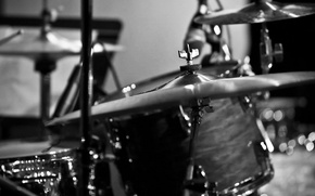 Picture macro, black and white, plate, drums