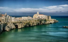 Picture sea, the sky, clouds, rocks, coast, home, horizon, Italy, Apulia, Vieste, Puglia