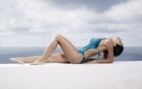 Picture stay, Swimsuit