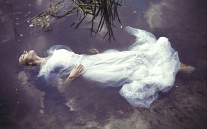Picture girl, in the water, Ophelia