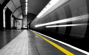 Picture black and white, Metro, the tunnel