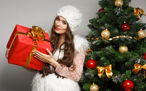 Picture girl, balls, box, gift, hat, toys, tree, makeup, New Year, brunette, Christmas, white, bows, Christmas, ...
