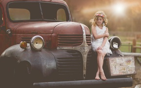 Picture auto, retro, girl, Dodge, suitcase, child photography, child model