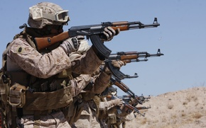 Picture soldiers, Kalashnikov, shooting