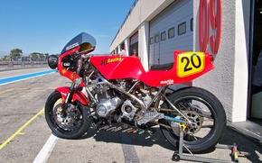 Picture classicbike, SRC, paul ricard