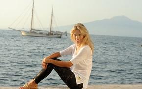 Picture sea, girl, smile, model, yacht, actress, t-shirt, blonde, sitting, model, Luisana Lopilato, Luisana Lopilato, leggings