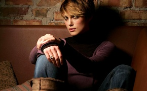 Picture Keira Knightley, beauty, on the couch, with short hair