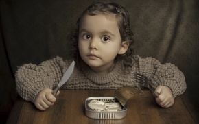 Picture girl, lunch, sardines