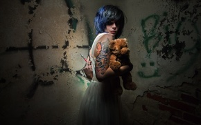 Picture girl, bear, syringe