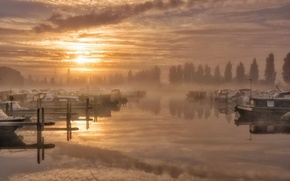 Picture fog, lake, boats, morning