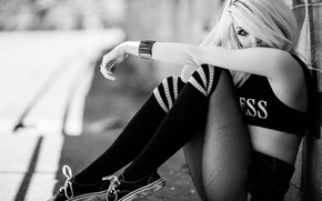 Picture girl, blonde, Sydney, sneakers