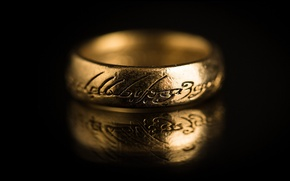 Picture labels, the dark background, the Lord of the rings, ring, gold