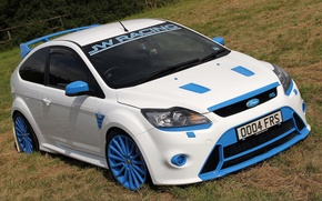 Picture white, jw racing, ford. focus