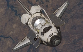 Picture Space, the surface of the Earth, the Shuttle Discovery